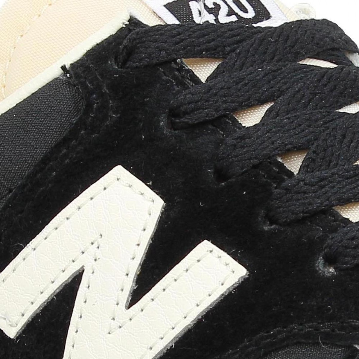 New Balance 420 Noir Et Blanche Femme
